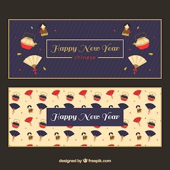 Novas bandeiras chinesas do ano com os fãs e bules