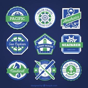 Nove emblemas náuticas com cores verdes e azuis