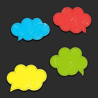 Nuvens coloridas de vetor em quadrinhos vazio - bolhas do discurso com linhas pontilhadas.