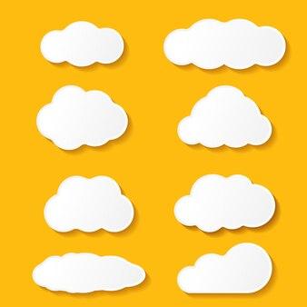 Nuvens de papel de desenho animado definidas isoladas