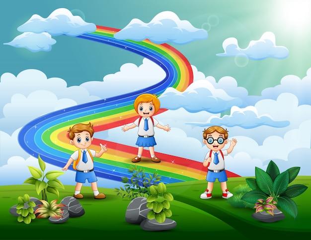 O aluno no topo da colina com um arco-íris