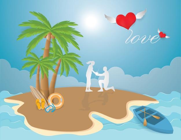 O amor do valentim com pares propõe na praia no fundo do verão da ilha.