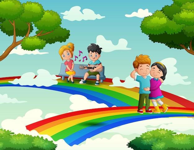 O arco-íris com casal romântico