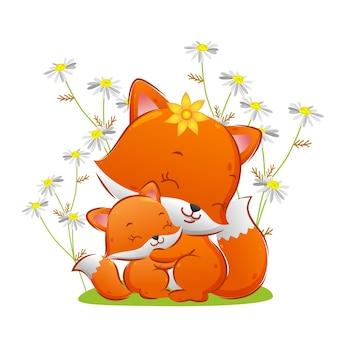 O bebê raposa está dando um abraço na mãe no parque de flores da ilustração