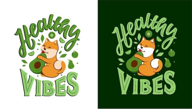 O cão akita com a frase - vibrações saudáveis. o cachorro está comendo abacate e vegetais diferentes.