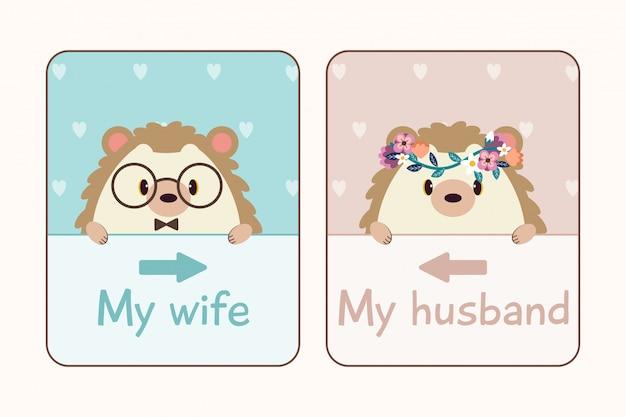 O casal apaixonado de ouriço com cartão de casamento.