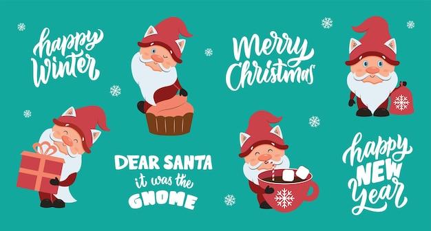 O conjunto de natal e feliz ano novo a coleção de gnomos de desenho animado com texto desenhado à mão
