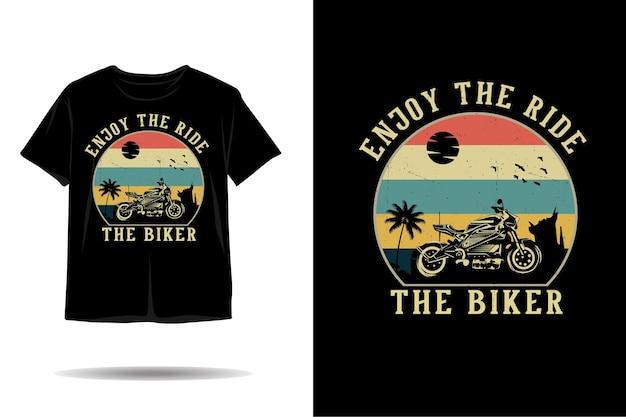 O design da camiseta da silhueta do motociclista