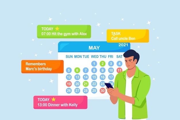 O homem está planejando o dia, agendando compromissos no telefone. menina usando o aplicativo de calendário para enviar mensagens de texto, verificar, adicionar eventos, lembretes de reuniões
