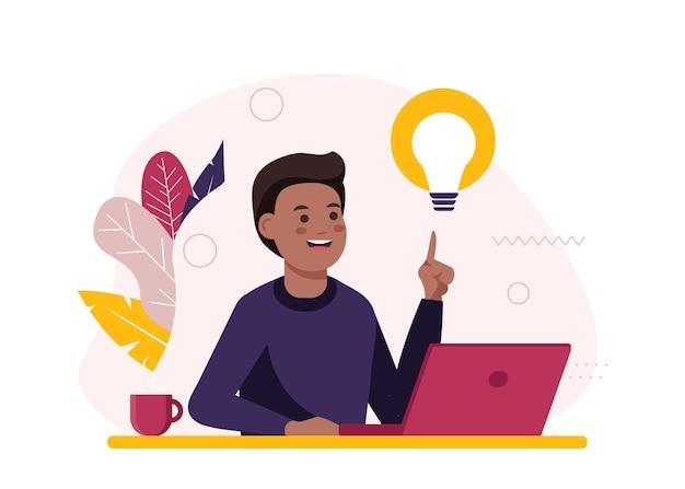 O homem negro em sua mesa trabalha em um laptop e tem uma nova ideia de promoção