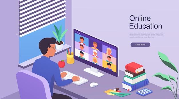 O homem trabalha em casa enquanto está sentado à mesa com um computador. e-learning online e trabalho por meio de treinamento em webinar. conceito de educação a distância em casa.