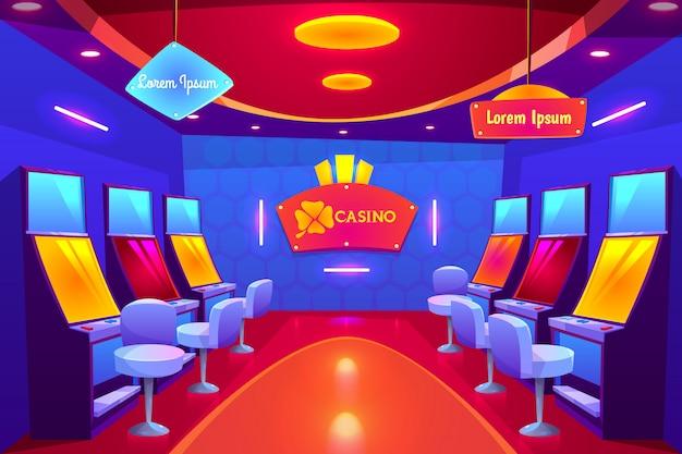 O interior do casino, casa de jogo vazia com slot machines está em cru e na iluminação.
