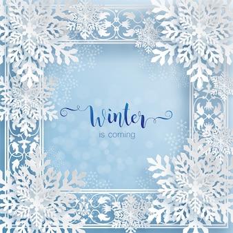 O inverno está chegando, texto em cartão de inverno com moldura de flocos de neve em estilo de corte de papel