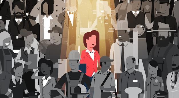O líder da mulher de negócios está para fora do indivíduo da multidão, conceito da equipe do negócio do grupo do candidato do recrutamento dos recursos humanos do aluguer do projetor
