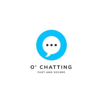 O logotipo da carta com bolha do discurso