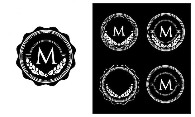 O logotipo é redondo. estilo vintage clássico. letra m
