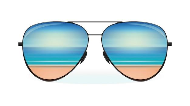 O mar e a praia refletem-se nos óculos de sol