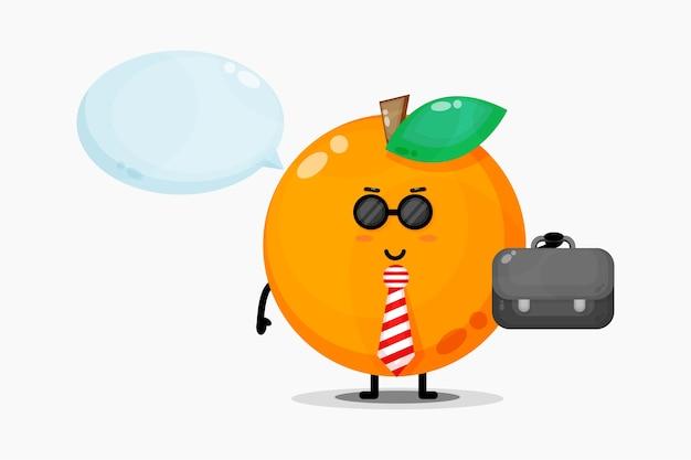 O mascote laranja bonito vai para o escritório
