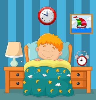 O menino dormindo na cama