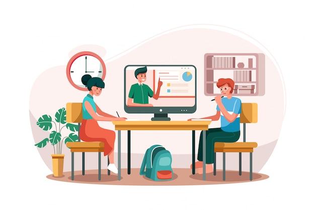 O menino e a menina aprendendo o curso online em cima da mesa.