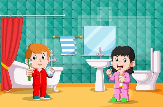 O menino e a menina estão escovando os dentes no banheiro juntos