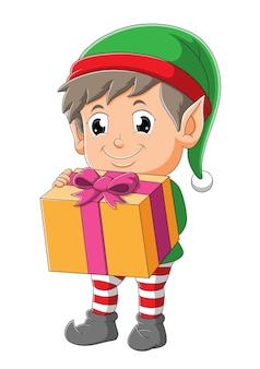 O menino elfo com o chapéu de papai noel está dando o presente da ilustração