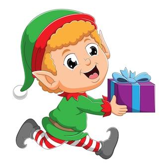 O menino elfo está correndo e segurando o presente da ilustração
