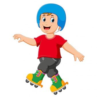 O menino está jogando os patins e usando o capacete