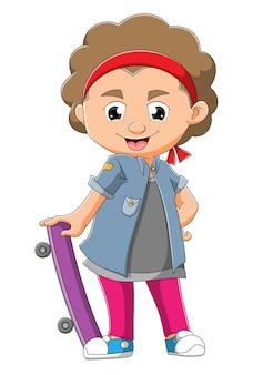 O menino posa ao lado do skate da ilustração