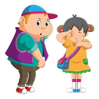 O menino safado brinca com a menina e faz a menina chorar