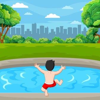O menino vai nadar na lagoa perto da cidade