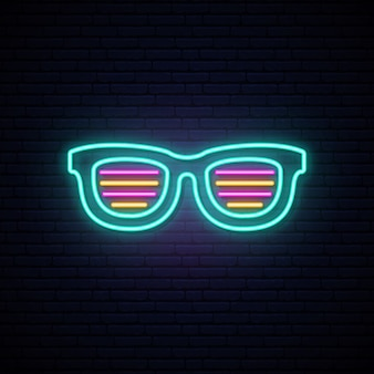 O obturador de néon protege os óculos de sol.