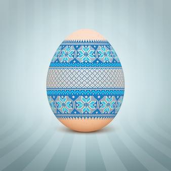 O ovo de páscoa com um ornamento de padrão popular ucraniano