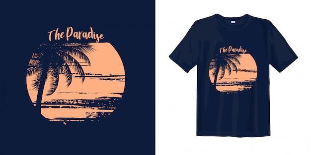 O paraíso com vista para o pôr do sol na praia.