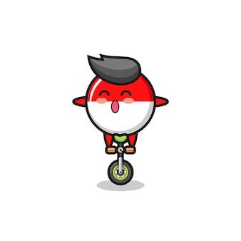 O personagem bonito do distintivo da bandeira da indonésia está andando de bicicleta de circo, design de estilo bonito para camiseta, adesivo, elemento de logotipo