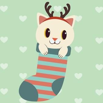 O personagem de gato bonito na meia vermelha grande para usar o tema de natal.