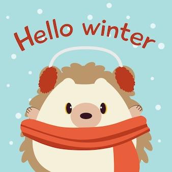 O personagem de ouriço fofo no fundo azul com neve e texto de olá inverno.