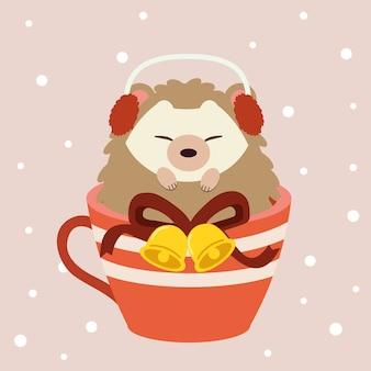 O personagem de ouriço fofo sentado no copo vermelho grande sobre o background rosa com neve.