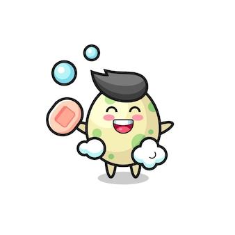 O personagem de ovo manchado está tomando banho enquanto segura o sabonete, design de estilo fofo para camiseta, adesivo, elemento de logotipo