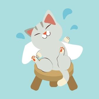 O personagem do gato fofo esfregue o corpo com uma toalha branca. o gato sentado na cadeira curta. o gato sorrindo e parece feliz e relaxante