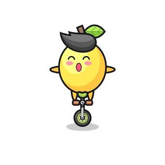 O personagem fofo do limão está andando de bicicleta de circo, design de estilo fofo para camiseta, adesivo, elemento de logotipo