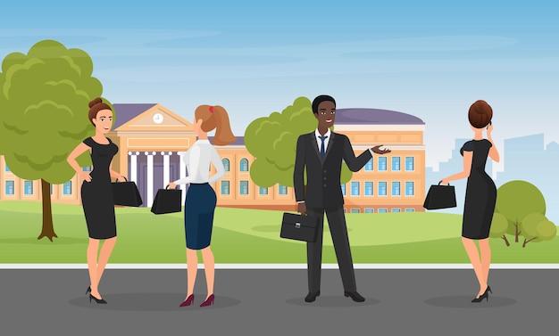 O pessoal do escritório fala em pé no parque da cidade. equipe multiétnica de trabalhadores corporativos