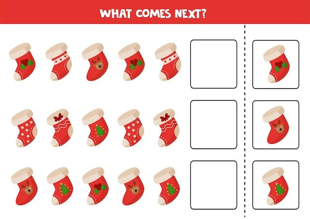 O que vem a seguir jogo lógico. conjunto de meias de natal dos desenhos animados.