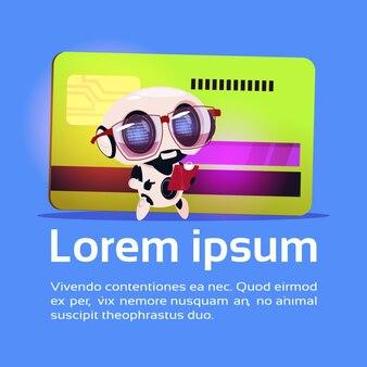 O robô bonito leu os documentos do original que estão sobre o conceito robótico do pagamento da tecnologia do cartão de crédito