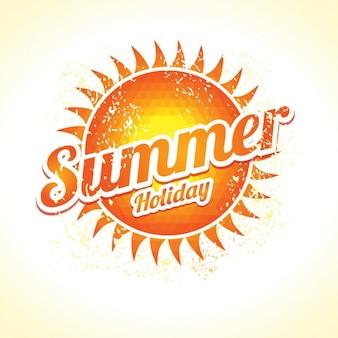 O sol de triângulos com um feriado elegante inscrição verão