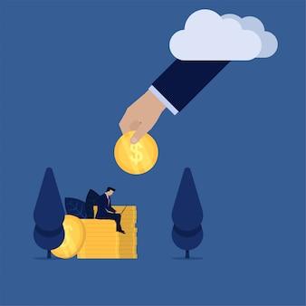O trabalho do homem de negócios com portátil acima da mão das moedas dá a moeda da metáfora da nuvem da renda em linha passiva.