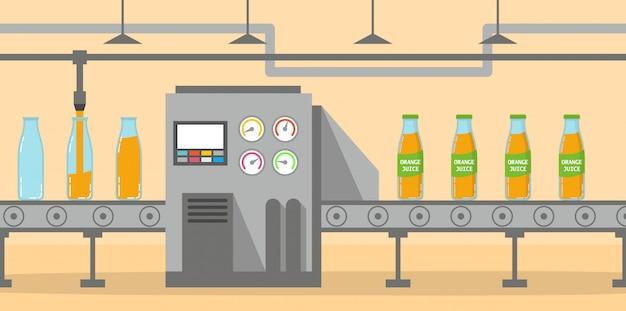 O transportador de suco de laranja na fábrica de embalagens embala garrafas de vidro.