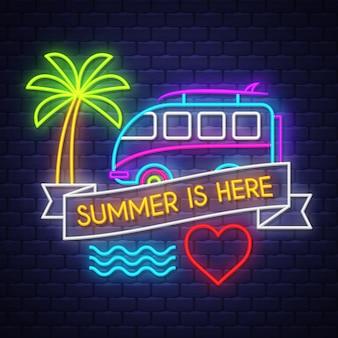 O verão está aqui lettering neon