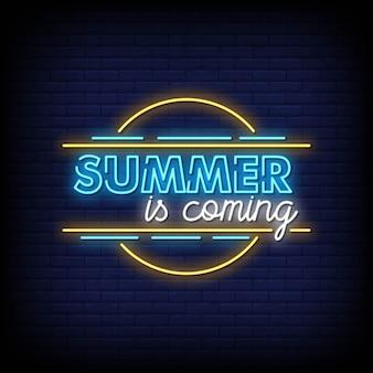 O verão está chegando vetor de texto de estilo de sinais de néon
