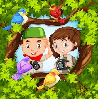 Observação de aves com menino e menina